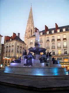 Nantes France. Place Royale située en centre ville avec sa fontaine représentant la Loire et ses affluents, et lieu des manifestations célébrant les grands évènements.