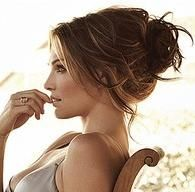Love this hair style, just so naturally elegant! (you know it'd take me 3 hours to get my hair like this! haha)