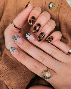 Animal-Print Nail Art Is The Chicest Summer Accessory – Olivia Illescas ?Crea el negocio de tus sueños Animal-Print Nail Art Is The Chicest Summer Accessory Checkout these 8 animal nail-art manicures for the summer Cute Nails, Pretty Nails, Hair And Nails, My Nails, Diva Nails, Point Nails, Stars Nails, Animal Nail Art, Nagellack Trends