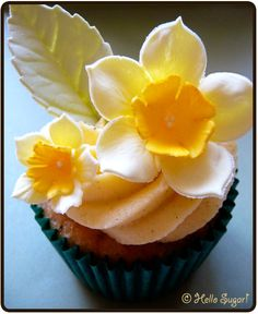 I fell in love with the beautiful bold daffodil on Hello Sugar's cupcake.
