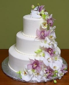 Picture wedding-cakes-flowers « Album cakes « Gallery white-wedding-cakes « Photos | WeddingElation