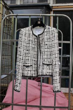 In our archive you can find jackets from that we held with love until they found a new home. Lux Fashion, Chanel Jacket, Summer Jacket, Girl Running, Fall Jackets, Future Fashion, Classy, Blazer, Denim
