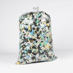VIRUTA (RELLENO) DE ESPUMA Viruta (relleno) de Espuma para proyectos de embalaje, relleno de muebles y tapicería. Perfecta para cojines, manualidades, almohadas y relleno de sillones. Disponible en bolsas de 1 kg. #VirutaRellenodeEspuma #RellenoparaTapicería #RellenoCojines #ShreddedFoamFill Naval, Bags, Pop, Home Decor, Pillows, Favors, Throw Pillows, Products, Packaging