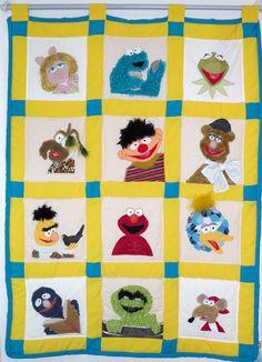 Wandkleed met het thema Sesamstraat.