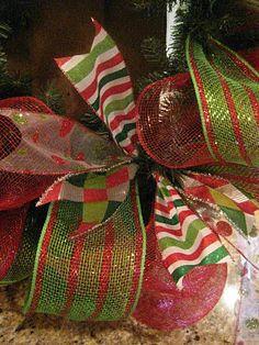 Kristen's Creations: Christmas Mesh Wreath Tutorial! Deco Mesh Crafts, Wreath Crafts, Diy Wreath, Wreath Making, Wreath Ideas, Wreath Bows, Paper Crafts, Diy Crafts, Christmas Projects
