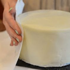 How to make icing look like fondant using paper towels