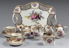 Tea Cup Saucer, Tea Cups, Tea Sets Vintage, China Tea Sets, How To Make Tea, Chocolate Pots, Dinner Sets, Vintage China, Antique Items