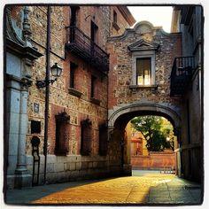 .@secretosdemadrid | Rincones de Madrid...en la Plaza de la Villa encontramos esta estampa de otra... | Webstagram