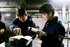 """映像+(EIZO PLUS) 新しい映像が生まれてくる現場 vol.7 生身の肉体とCGキャラクターによる激しいアクション・シーン。アクションチームとVFXチームの完璧なチームワークで生まれた、新たな映像の可能性。 『亜人』 9月30日(土)全国東宝系にてロードショー Ⓒ2017映画「亜人」製作委員会 Ⓒ桜井画門/講談社 製作:映画「亜人」製作委員会 製作プロダクション:東宝映画 Production I.G 配給:東宝 桜井画門による人気コミックを実写映画化した『亜人』。死んでも命を繰り返す新人類 """"亜人"""" と、彼らの体から出現する黒い幽霊 """"IBM"""" のダイナミックなアクションは、どのように作り出されたのか。実写、アニメで多くの人気作を手がけるヒットメイカー、本広克行監督がその舞台裏を語る。 STORY 新人類・亜人。彼らは一見ごく普通の人間だが、死んだ直後に復活する能力を持っていた。研修医の永井(佐藤健)は交通事故をきっかけに亜人であることが発覚、亜人を生体実験に使う政府機関に捉えられてしまう。そんな永井の前に亜人最凶のテロリスト佐藤..."""