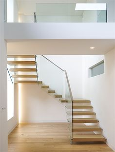 not so keen on fixture ~ bolts in glass and wall Wooden Spiral Staircase on Cantilevered Wooden Staircases Floating Wooden Stairs Floating Staircase, Curved Staircase, Stair Railing, Staircase Design, Staircase Ideas, Stair Design, Wooden Staircases, Stairways, Cantilever Stairs