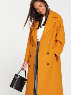4 Autumn Staples That Your Wardrobe Isn't Complete Without Lifestyle Trends, Double Breasted Coat, Wardrobe Staples, Celebrity News, Latest Fashion, Latest Trends, Raincoat, Ireland, Celebrities