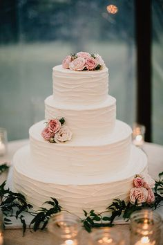 romantic wedding cake - photo by Lev Kuperman http://ruffledblog.com/elegant-country-wedding-at-barley-sheaf-farm #weddingcake #flowers #cakes