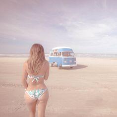VWs and girls Volkswagen Minibus, Vw T1, Trucks And Girls, Car Girls, Combi Ww, Vw Camping, Kdf Wagen, Hot Vw, Bus Girl