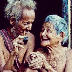 Old Love portrait I Smile, Make Me Smile, Happy Smile, Vieux Couples, Growing Old Together, Old Faces, Old Love, Young At Heart, Interesting Faces