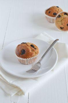 gezonde havermoutmuffins 1 banaan 2 eieren 100 ml melk 2 tl bakpoeder 125 gr havermout Handvol blauwe bessen (vers of gedroogd) 1 tl kaneel Snuf zout Scheutje zonnebloemolie