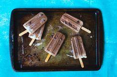Popsicle au chocolat et beurre d'arachide Desserts Rafraîchissants, Do It Yourself Food, Milk Shakes, Vegan Ice Cream, Cold Meals, Popsicles, Sorbet, Banana Bread, Healthy Snacks