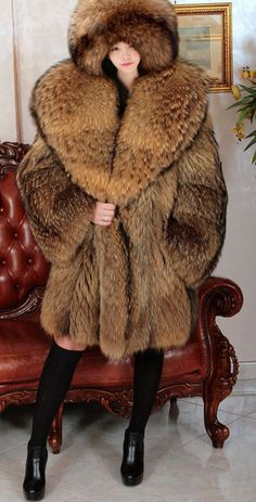 Fox fur jacket, soft and light. the msures are, look mannequin photo The size is. M 110 cm. D 44 cm. C 60 cm. Fox Fur Jacket, Fox Fur Coat, Fur Coats, Sable Coat, Fabulous Fox, Fur Fashion, Western Outfits, How To Wear, Clothes