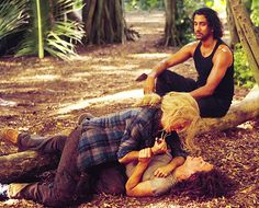 Claire attacking Kate while Sayid....watches? lol