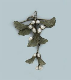 AN ANTIQUE ART NOUVEAU ENAMEL PENDANT - Composed of graduated maple keys with green plique-a-jour enamelled leaves and freshwater pearl set buds to the silver frame, circa 1900