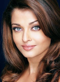 Aishwarya Rai faced with pink lips and her spooky blue eyes Beautiful Bollywood Actress, Most Beautiful Indian Actress, Beautiful Actresses, Most Beautiful Faces, Beautiful Eyes, Gorgeous Women, Beauty Full Girl, Beauty Women, Bollywood Stars