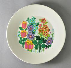 J&G Meakin Garden Party plate designed by Jessie Tait