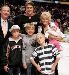 Teemu Selanne and his family