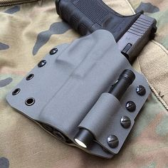 Glock kydex with light holder Tactical Knives, Tactical Gear, Battle Belt, Police Gear, Custom Holsters, Kydex Sheath, Tac Gear, Kydex Holster, Mens Toys