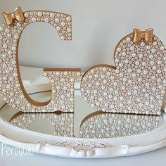 Letra G perolada (18cm) e coração perolado (15cm) para decorar o quarto de uma linda princesa!!!   Pedidos e orçamentos através do direct ou Whatsapp (33) 99120-9486! Se não respondermos na hora responderemos em breve!   Pagamento através de depósito ou transferência e no cartão através do PagSeguro!   Enviamos para todo o Brasil!   #letradeperolas #letraperolada #quartodemenina #decoracaodebebe #maedemenina #enxovaldebebe #enxovaldemenina #gravidas #babygirl #instababy #perolas #mund... Arts And Crafts Storage, Diy Arts And Crafts, Painting Wooden Letters, Monogram Letters, Diy Home Cleaning, Quilled Paper Art, Diy Fashion Accessories, Button Art, Craft Work