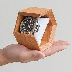 This watch stand is a joint development product of e-casio and BIBOUROKU.