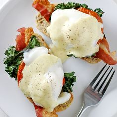 A yummy, 30-minute recipe for healthier bacon, kale and roasted tomato eggs benedict, plus a KitchenAid Diamond blender giveaway.