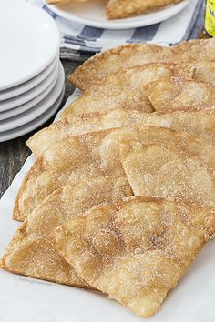 Flaky, Cinnamon Crisps make for a great snack or game day food! Super easy and delicious. Healthy Superbowl Snacks, Lunch Snacks, Easy Snacks, Yummy Snacks, Delicious Desserts, Yummy Food, Mexican Dessert Recipes, Dessert Food, Dessert Ideas
