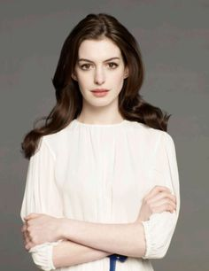 What Fans Should Know About Anne Hathaway - Celebrities Female Anne Hathaway Get Smart, Anne Jacqueline Hathaway, Most Beautiful Women, Beautiful People, Estilo Blair Waldorf, Look Star, Seasonal Color Analysis, Meryl Streep, Celebs