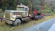 Damn shame,love that gooseneck. Train Truck, Road Train, Classic Tractor, Classic Trucks, Abandoned Cars, Abandoned Vehicles, Old Mack Trucks, Semi Trailer Truck, Mack Attack