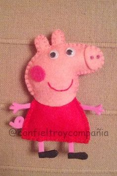 Peppa Pig Broche Plus Peppa Pig Doll, Peppa Pig Gifts, Felt Finger Puppets, Felt Christmas Decorations, Pig Party, Felt Brooch, Felt Patterns, Felt Toys, Felt Ornaments