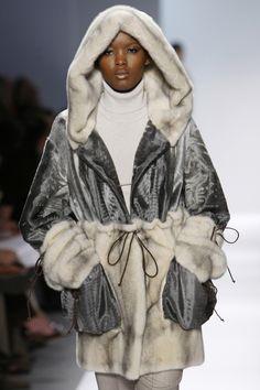 Shearling Coat, Parka Coat, Fashion 2020, Runway Fashion, Fur Coat Fashion, Fabulous Furs, Stylish Coat, Black Women Fashion, Winter Wear