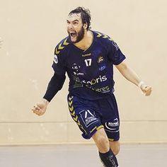 Onze buts pour Yohan Herbulot et une victoire 28-26 pour @mehb_officiel face à Pontault-Combault dans le derby ! #handball #proligue Photo : 📷 @handballenpixels