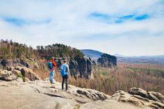Wer in Bad Schandau wandern möchte, dem stehen viele Wege offen. Ein schöner bringt uns von Bad Schandau auf die Schrammsteine und über die alten Steinbrüche an der Elbe zurück in den Ort. . . #wanderlust #hiking #hikingtrails #wandern #earthpics #naturelover #weroamgermany #bloggerde #saxony #saechsischeschweiz #badschandau S Bahn, Wanderlust, Mountains, Nature, Travel, Hidden House, Stone Steps, Naturaleza, Viajes