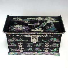 Boîte à bijoux Haute Qualité Tout Rangement Bois Laque Nacre Jeunesse Eternelle Antique Alive http://www.amazon.fr/dp/B004JH9INK/ref=cm_sw_r_pi_dp_mnGyub12QPNSN