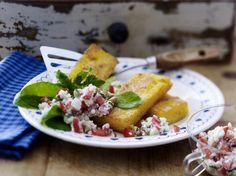 Unser beliebtes Rezept für Gebratene Polentaschnitten mit Hüttenkäse-Tsatsiki und mehr als 55.000 weitere kostenlose Rezepte auf LECKER.de.