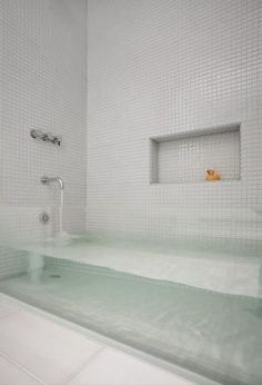 Love this see-thru bath but really not sure how it would look after you've washed - especially if you were really dirty!!!!