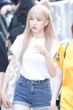 Yuehua Entertainment, Starship Entertainment, South Korean Girls, Korean Girl Groups, Dance Instructor, Cheng Xiao, Space Girl, Cosmic Girls, Kpop Fashion