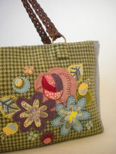 I so want to make one of these!  (Wool Applique Tote by hibilabo, via Flickr)
