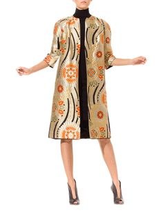 - Product Description - Measurements DETAILS Magical Karabana flowers abound, woven in gold, silver, orange and green. A very special lady in the saw the magic of this glorious textile and had t Kimono Fabric, Kimono Dress, 1960s Fashion, Vintage Fashion, Traditional Japanese Kimono, Vintage Trends, Velvet Fashion, Costume, Coat Patterns