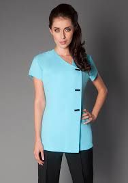 Resultado de imagem para spa uniform Salon Uniform, Spa Uniform, Scrubs Uniform, Uniform Ideas, Dental Uniforms, Corporate Uniforms, Luxury Spa, Jeans Style, Fashion Dresses