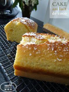 Voici un cake bien moelleux, au goût subtil de noix de coco. Il est vraiment parfait pour le goûter! La recette est extraite du site CuisineAZ, j'ai remplacé la poudre d'amande par de l…
