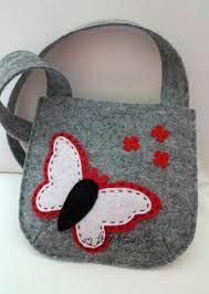 Sweetie/goodie/play bags x by Handmade Purses, Handmade Handbags, Diy Purse Makeover, Felt Kids, Kids Purse, Felt Purse, Embroidery Bags, Fabric Bags, Quilted Bag