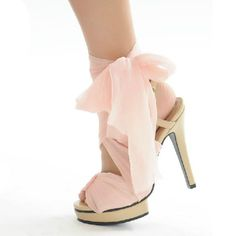 I love bows, and you can't go wrong with pink!