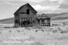 I love old houses and barns like this. It makes me wonder what all that structure has endured and seen.