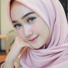 Pin by gallery on g hijab sexy hot sweet cute ladies мусульманки. Beautiful Hijab Girl, Beautiful Muslim Women, Beautiful Eyes, Hijabi Girl, Girl Hijab, Prety Girl, Hijab Outfit, Muslim Beauty, Hijab Chic