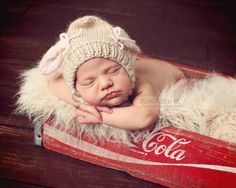 7 Essential newborn photography props